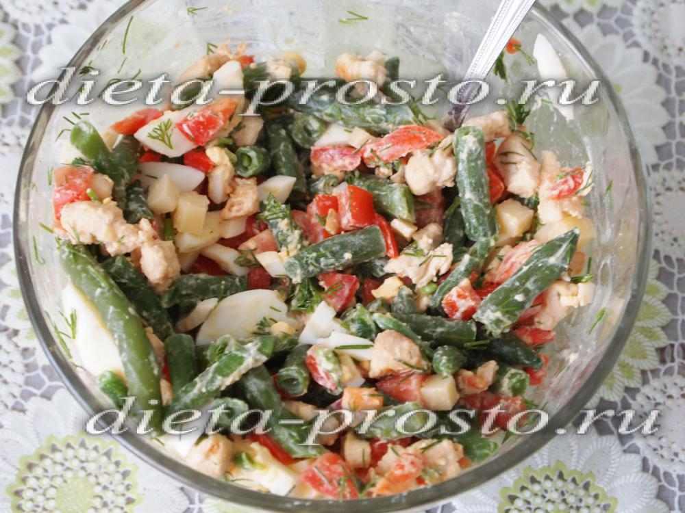 салат с зеленой фасолью и грибами и курицей