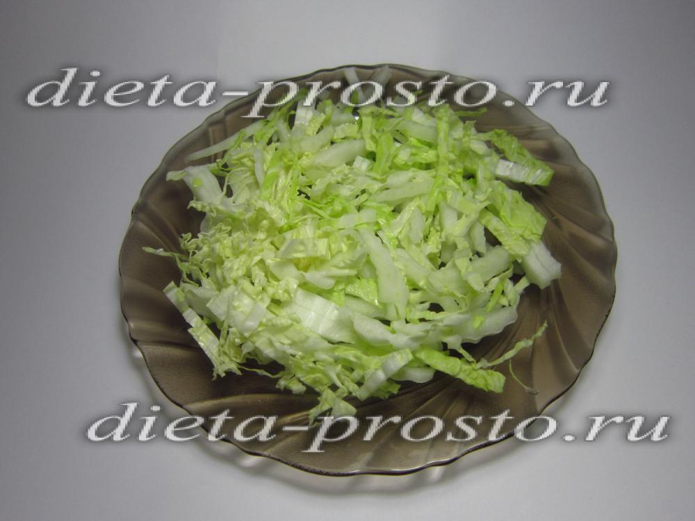 Салат из пекинской капусты сыра и чипсов