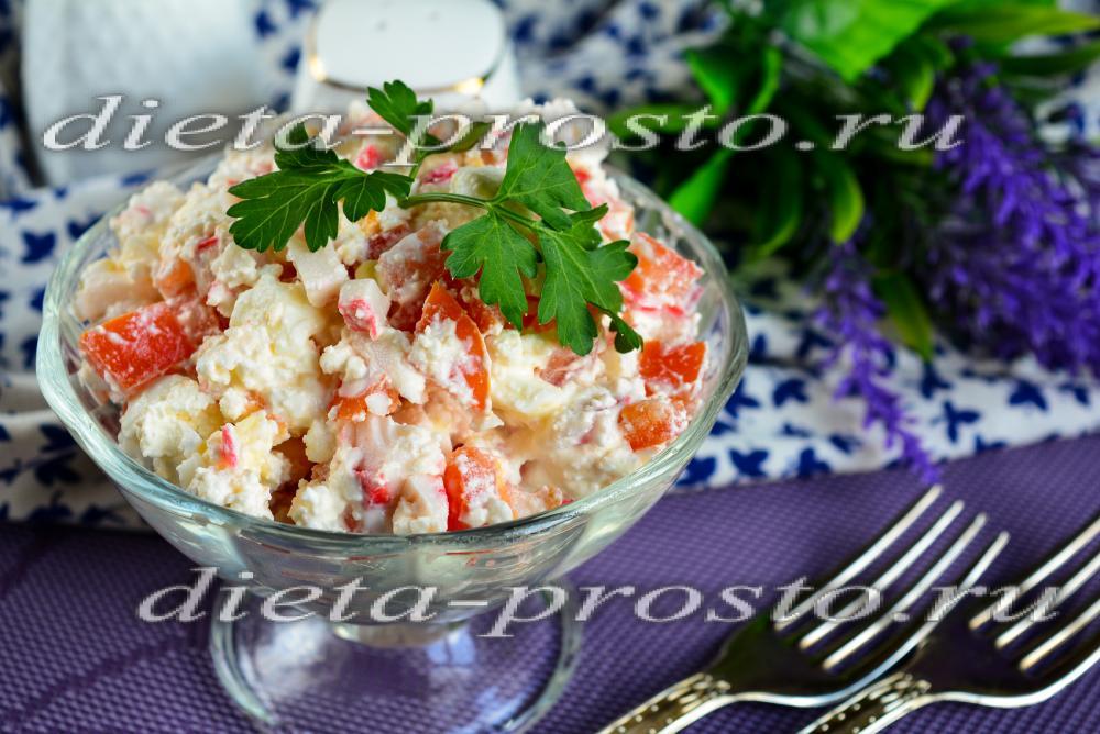 Салат Творожный с крабовыми палочками и помидорами