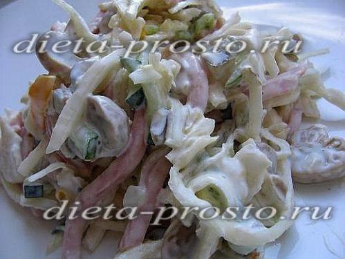Салат с кальмаром и капустой