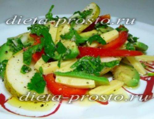 Салат из сладкого перца, авокадо и груши с сыром