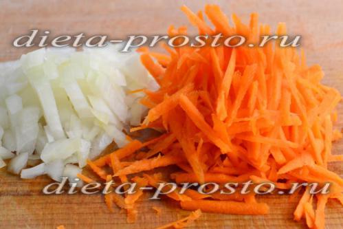 измельчим морковь и лук