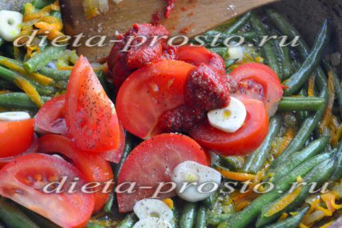 добавить помидоры к овощам