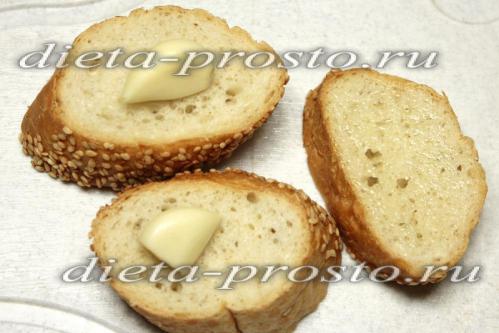 хлеб натрите чесночком
