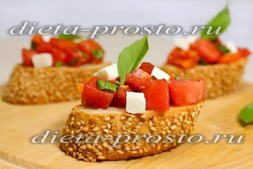 Рецепт брускетты с помидорами и фетой