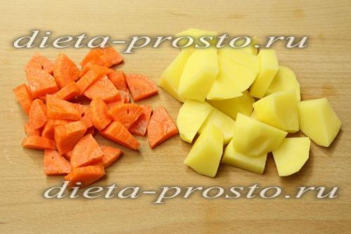 Картошку и морковь нарезать