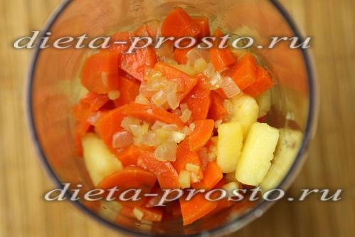 Перекладываем вареные овощи в блендер