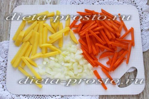 Нарезать картофель, морковь и лук