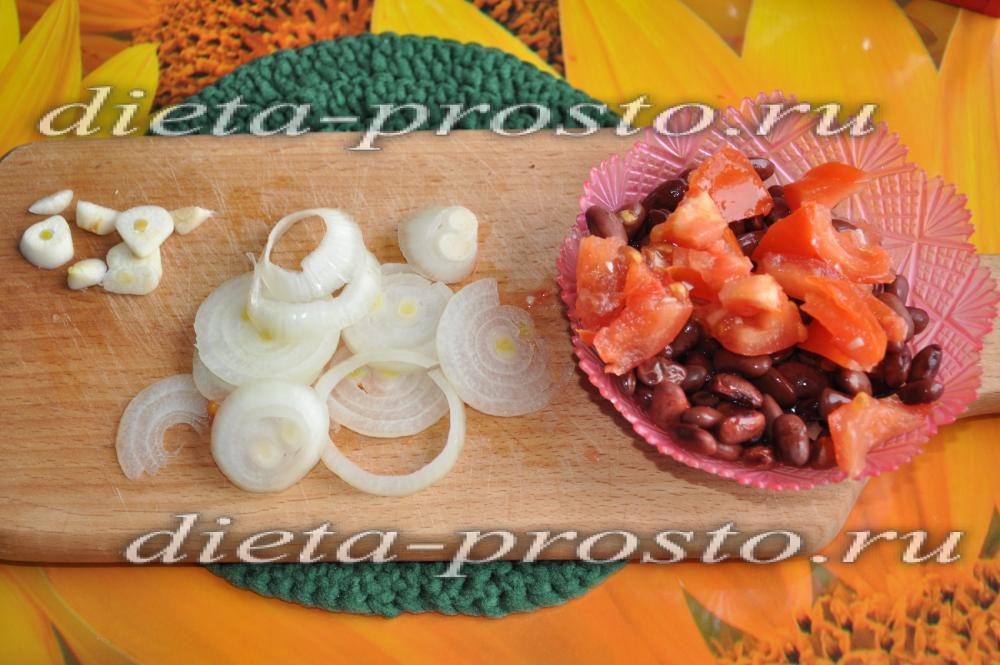 Диетические салаты с фасолью и чесноком