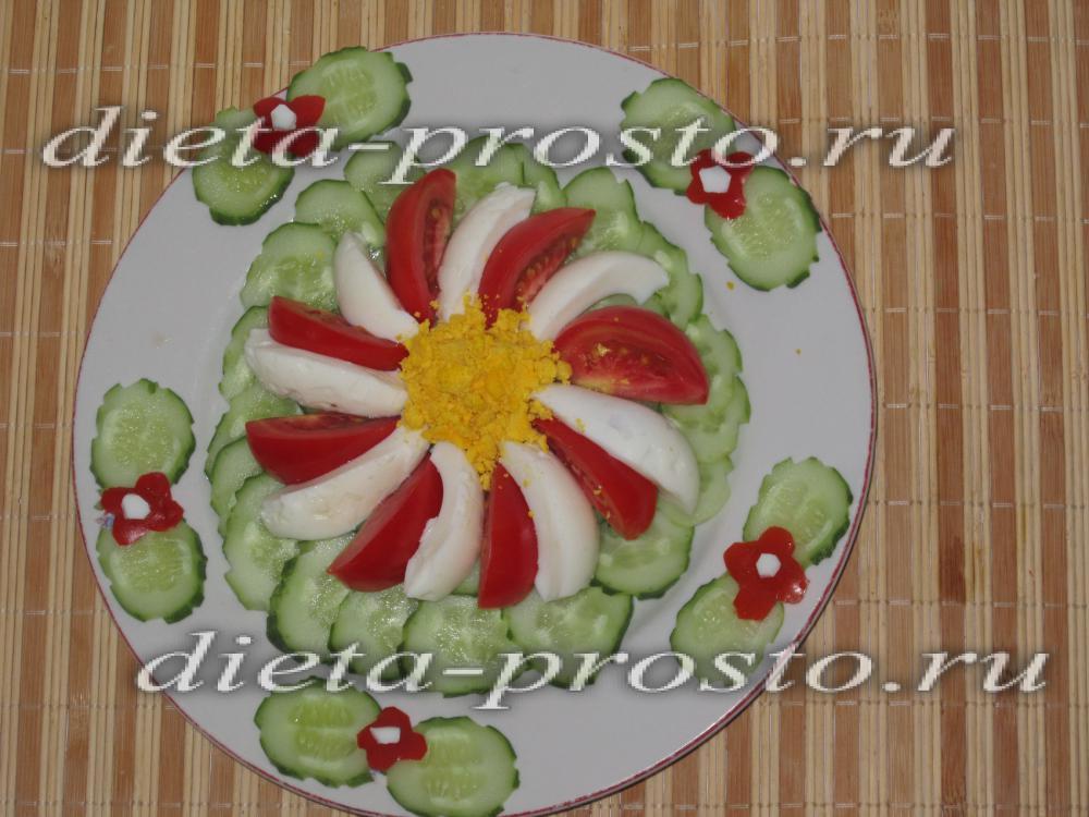 салат простой из огурцов и помидоров