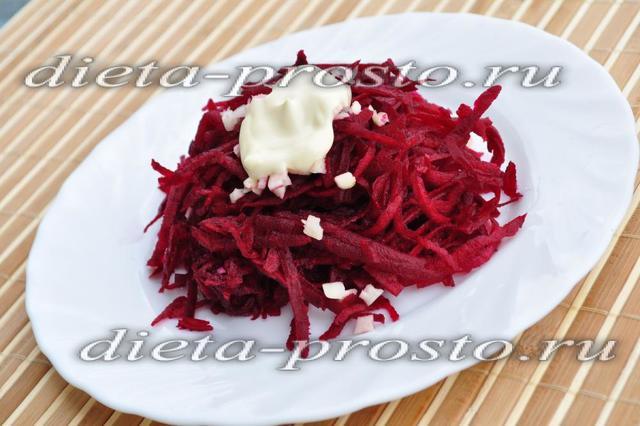 Диетеческий салат из свеклы