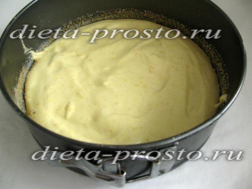 Переливаем тесто в форму