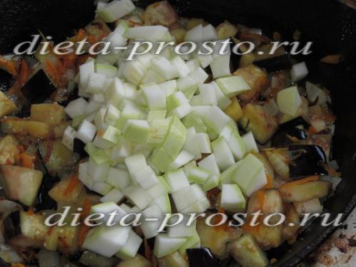 Выложите кабачок к овощам