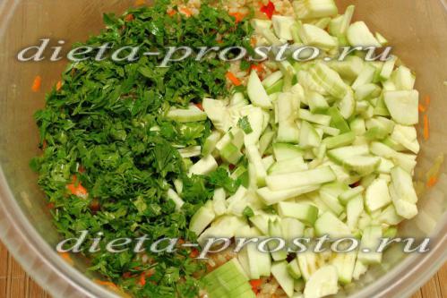 добавим зелень и кабачки