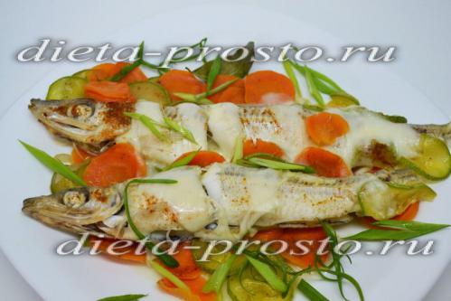 запеченная корюшка с овощами в фольге