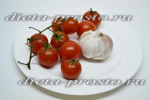 Подготовить помидор и чеснок