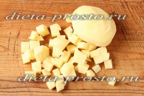 Картофель нарежем некрупно