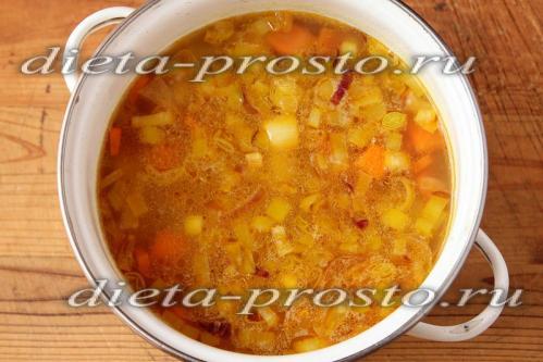 Отправляем тушеные овощи в суп