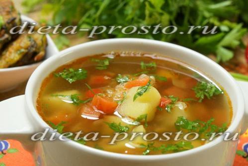 Суп на курином бульоне с красной чечевицей и овощами